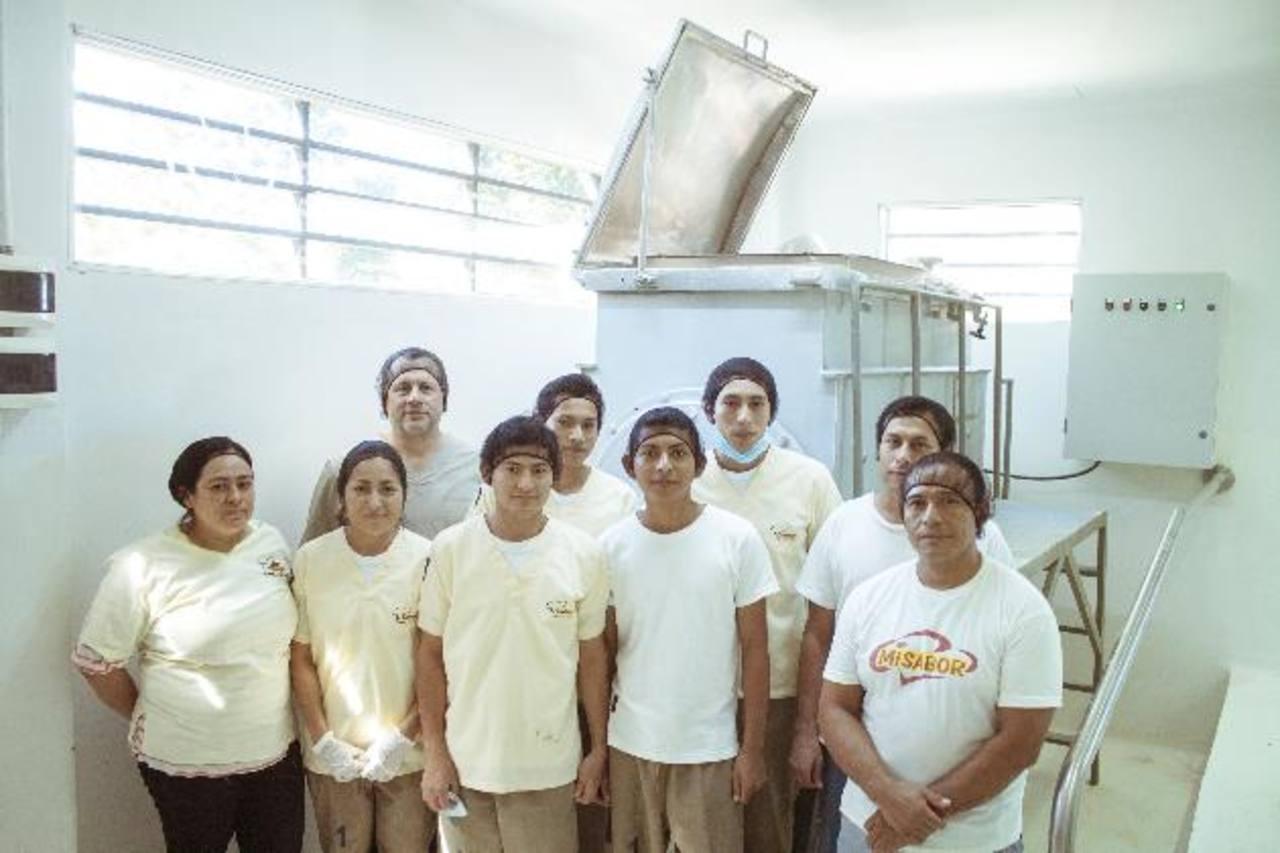 La planta de Sabor Amigo refleja una moderna y eficiente distribución de los espacios, así como su iluminación. Foto EDH/cortesiaSabor Amigo es uno de los líderes en la producción de ingredientes de alimentos y se proyecta a seguir creciendo. Foto ED