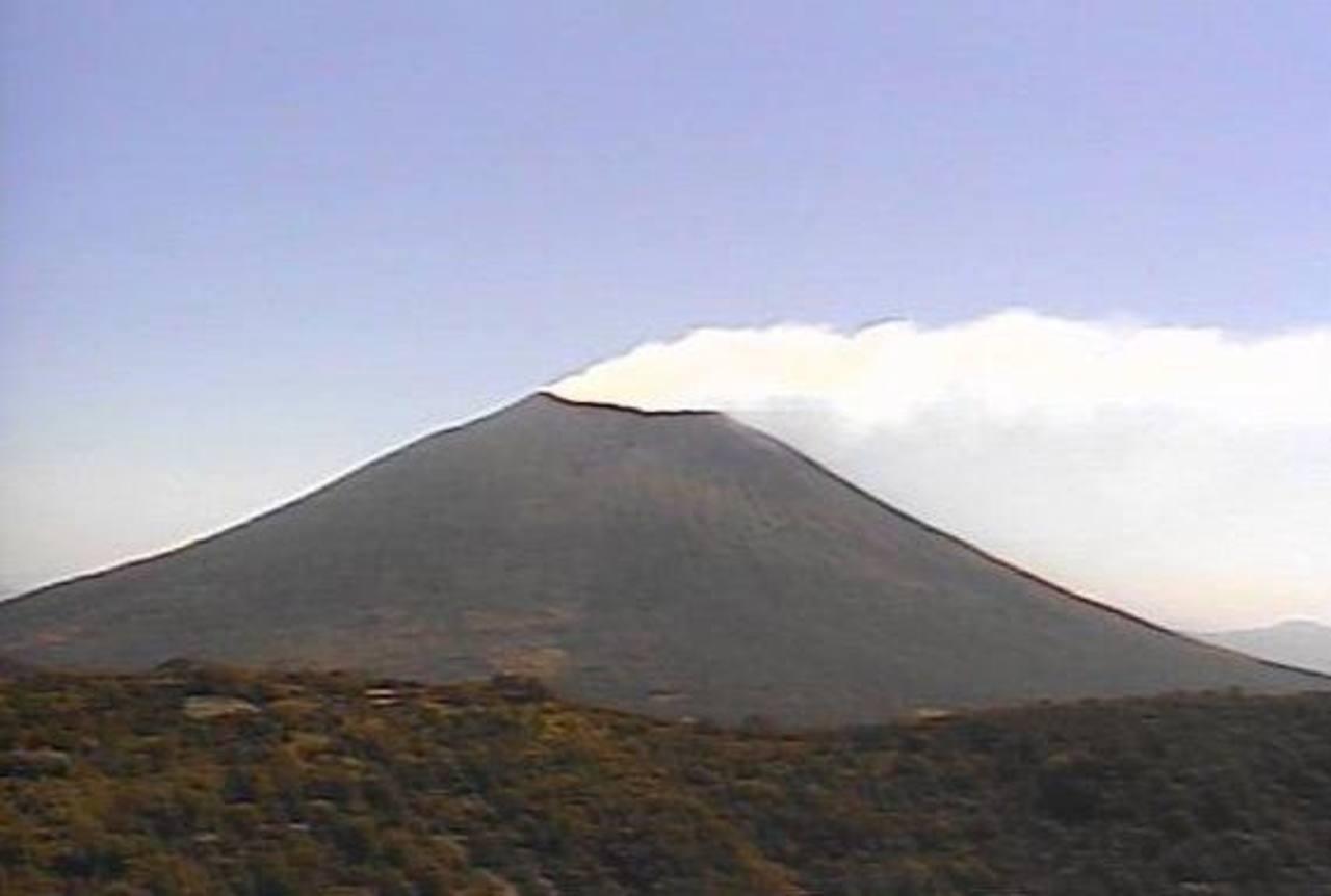 Imagen del volcán Chaparrastique captada este mediodía.