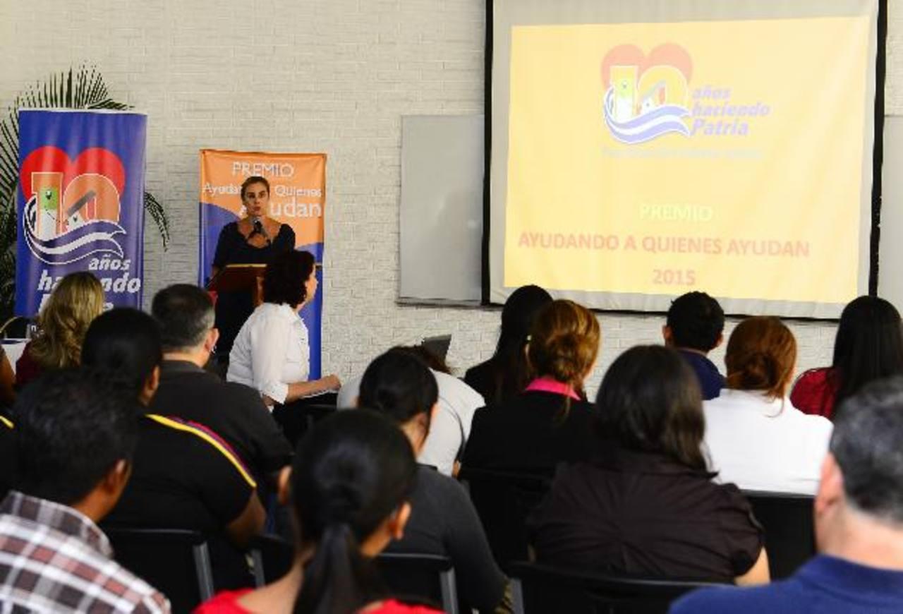 Durante la reunión informativa las diferentes organizaciones no lucrativas fueron orientadas por representantes de la Fundación Gloria de Kriete. foto edh / rené estrada
