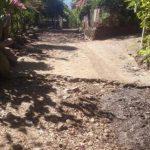 Entre las obras que reclaman está la mejora de calle de acceso. Foto EDH / insy mendoza