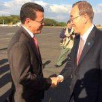 El canciller de la República, Hugo Martínez, recibió al secretario general de la ONU, Ban Ki-moon, en el aeropuerto.