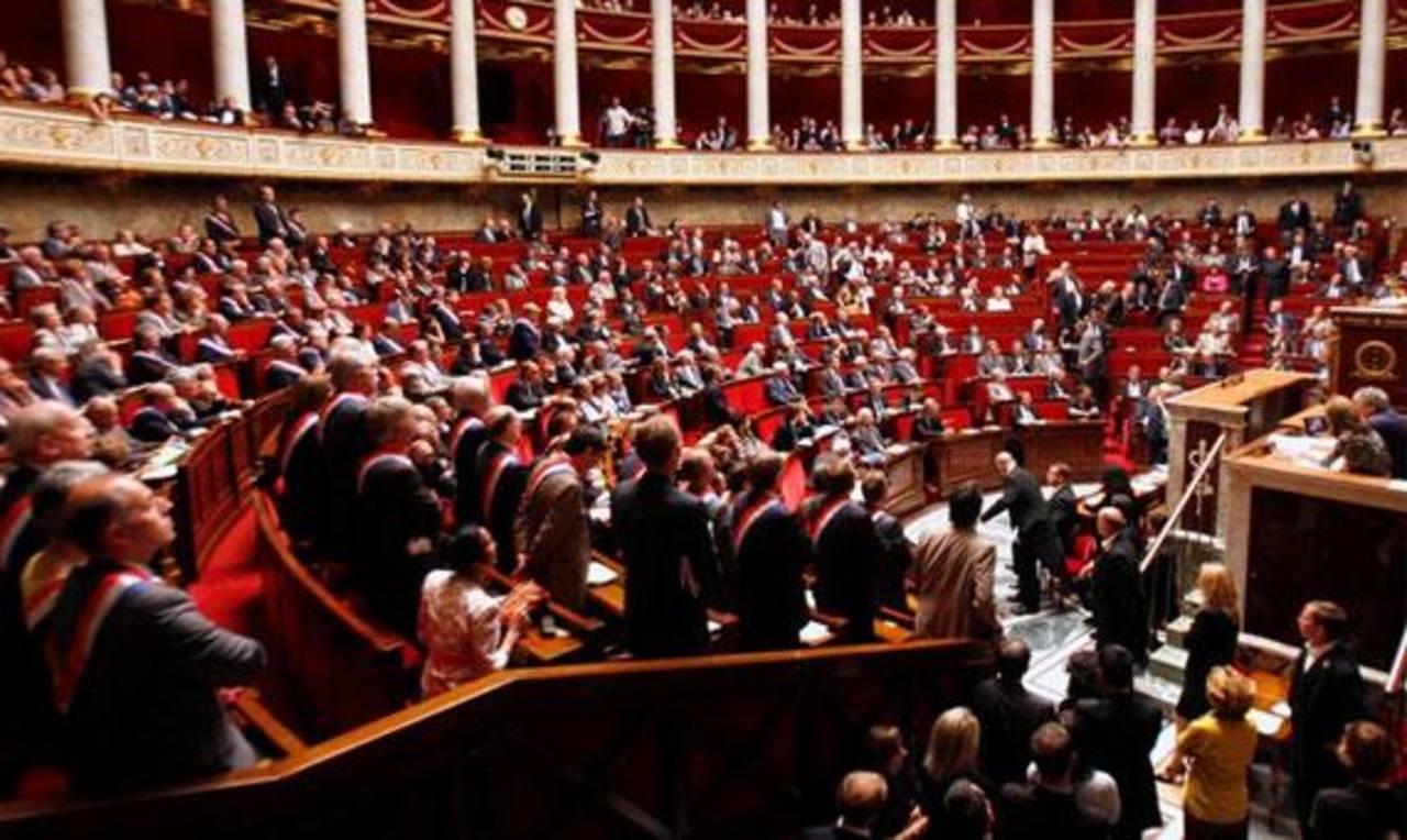 Parlamento francés vota para aumentar ataques aéreos en Irak contra Estado Islámico