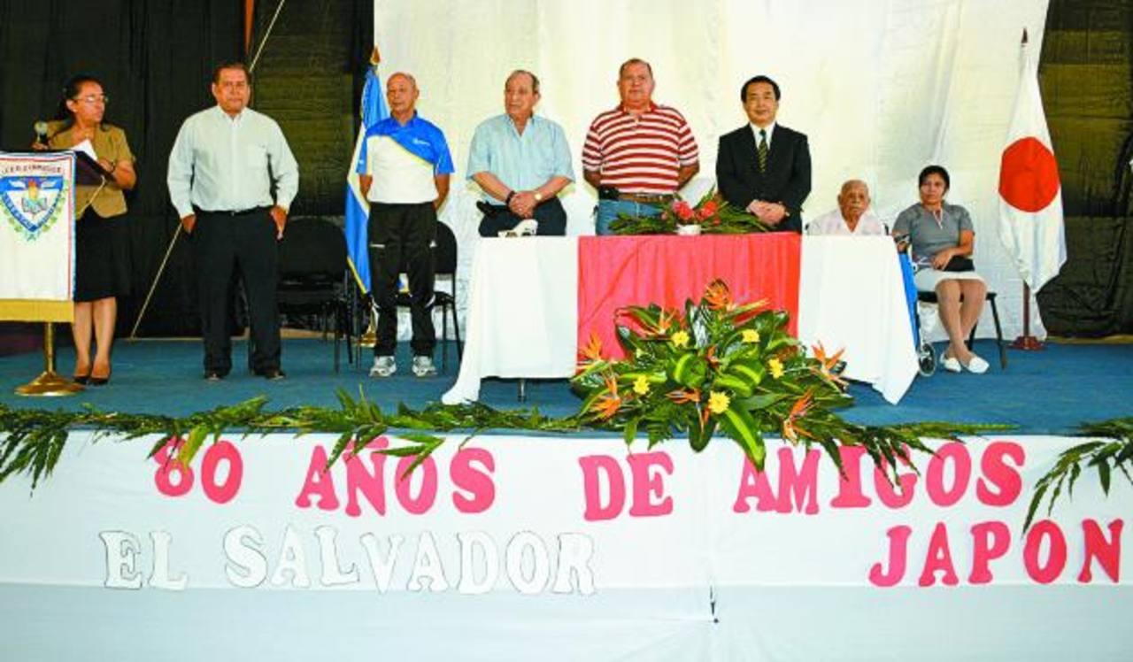 Autoridades del Lisam junto al embajador. /