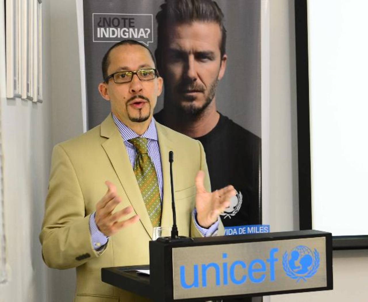 Gordon Jonathan Lewis, de Unicef, durante la conferencia de prensa. Foto EDH / René Estrada