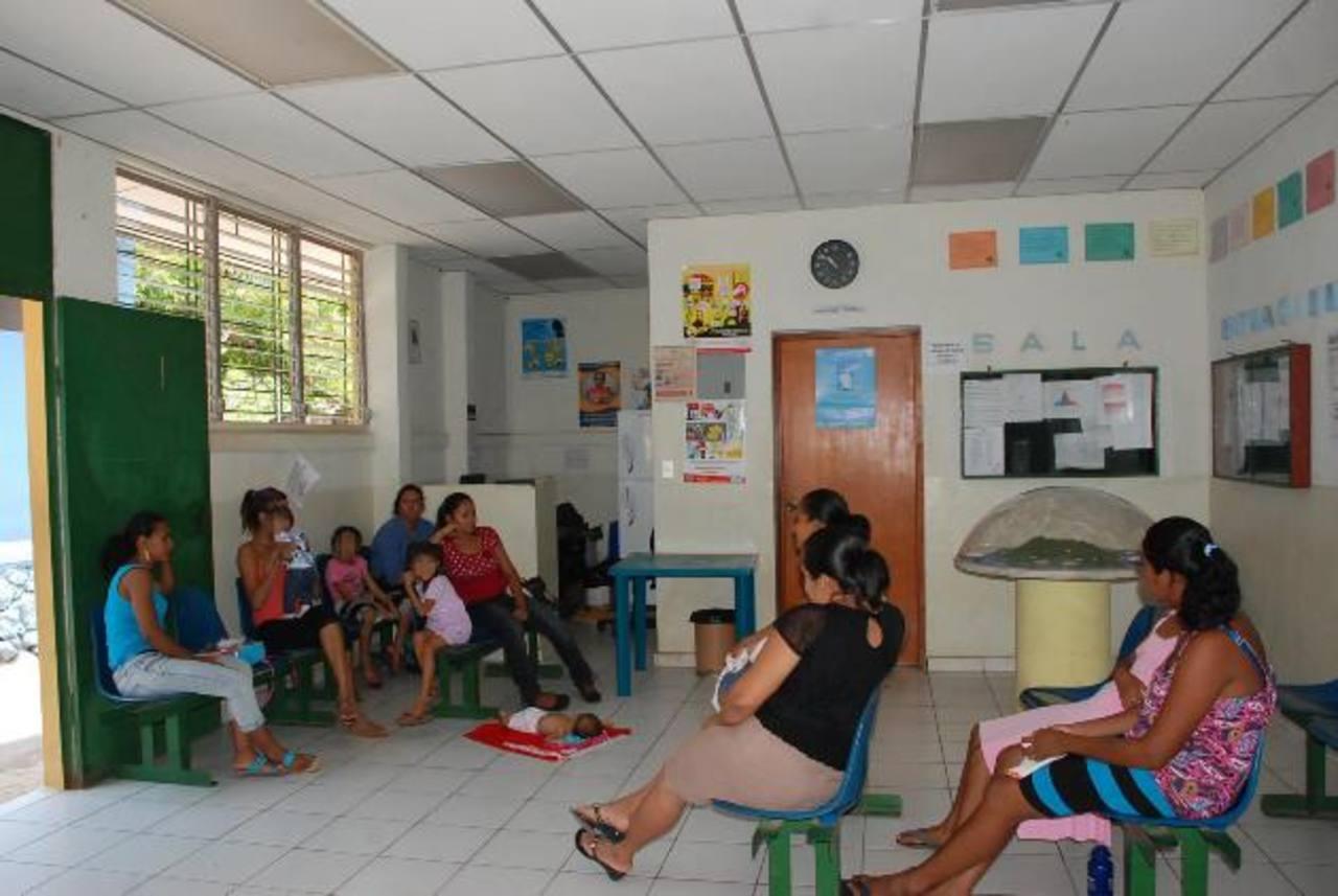 La escasez de vacunas ha generado malestar entre los usuarios del servicio de salud. Foto EDH / Insy MendozaGran parte de las actividades diarias de la isla han sido suspendidas o alteradas. Foto EDH / emilia pacheco