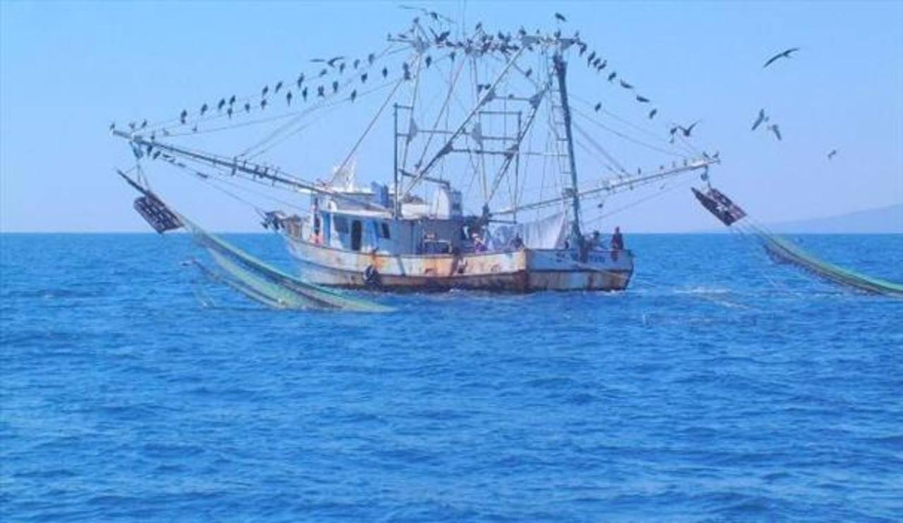 Buscan una embarcación pesquera desaparecida en el Pacífico salvadoreño