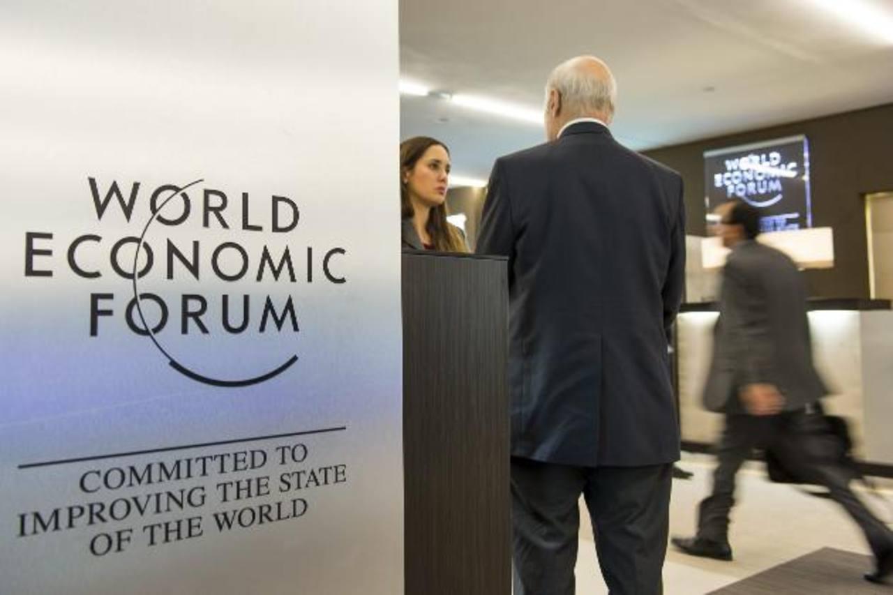 El cambio del panorama económico mundial, debido a la baja de precios del petróleo, será un tema a analizar. foto edh