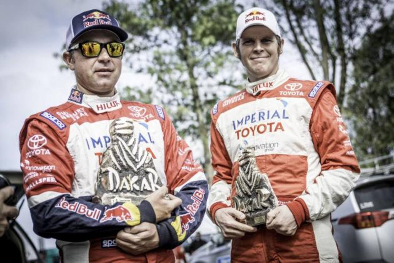 El equipo recibió un trofeo por haber obtenido la segunda posición en el legendario rally. FOTO EDH/ Cortesía