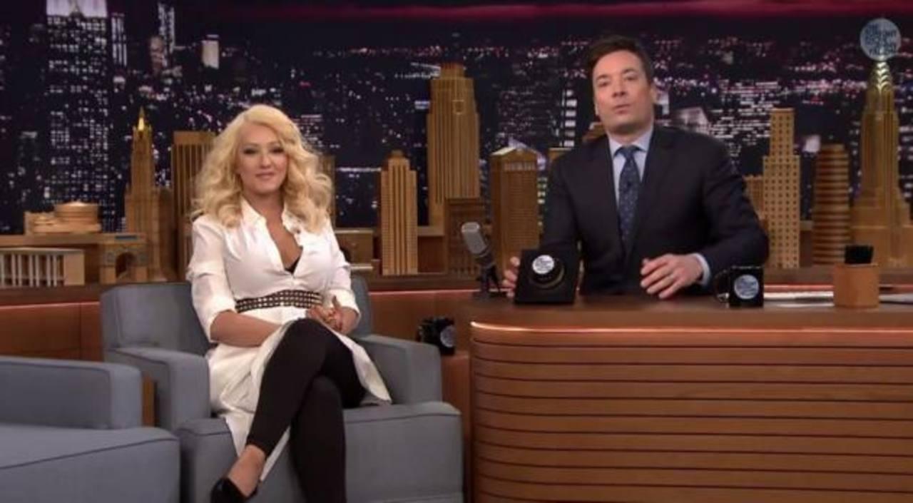 VIDEO: Christina Aguilera impresiona al cantar como Britney Spears y Shakira