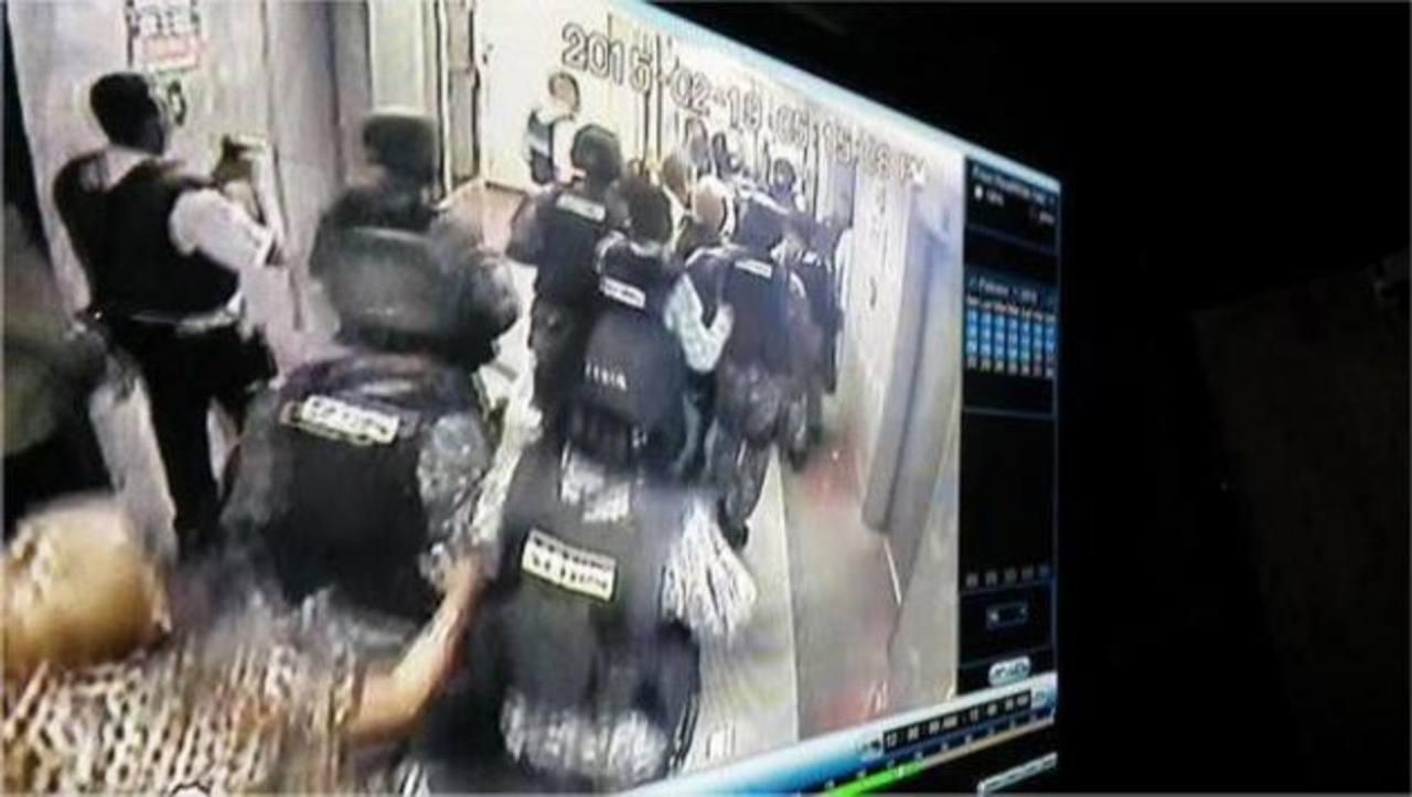 Unos 50 agentes fueron enviados para apresar al alcalde Antonio Ledezma. foto edh / tomada de ultimasnoticias.com.ve/