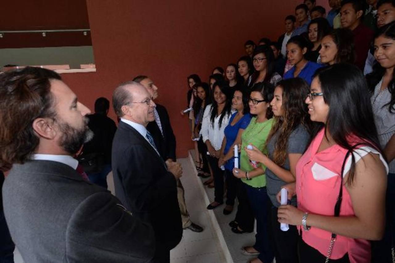La educación de calidad y la superación personal es una visión compartida por parte de los jóvenes becarios y la Fundación Poma. Todos festejaron esta novena entrega de Becas al Talento.