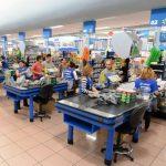 De los seis establecimientos que resultaron afectados, Office Depot y el supermercado Walmart sufrieron los peores daños. Foto EDH / Evelyn linares Walmart, a través de su representante, Claudia de Ibáñez, detalló que planean seguir en el centro come