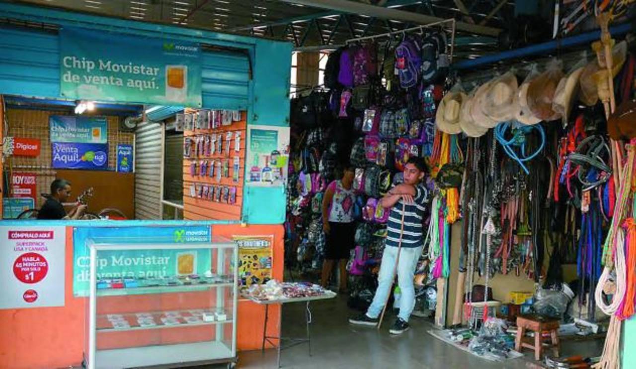 La diversidad de ofertas y orden, son aspectos importantes en la Mega Plaza de Sonsonate. foto edh / iris lima