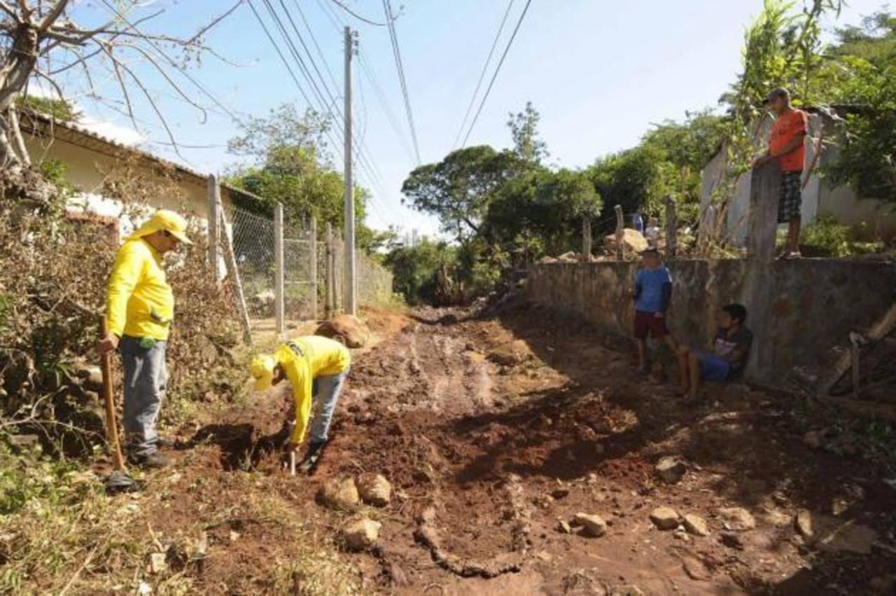El mejoramiento de la calle principal forma parte de los proyectos de beneficio a la comunidad. foto edh / cortesía