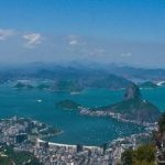 """Río es conocida mundialmente como la """"Ciudad Maravillosa"""" (Cidade Maravilhosa). Fue descubierta el 1 de enero de 1502 por una expedición portuguesa al mando de Gaspar de Lemos."""