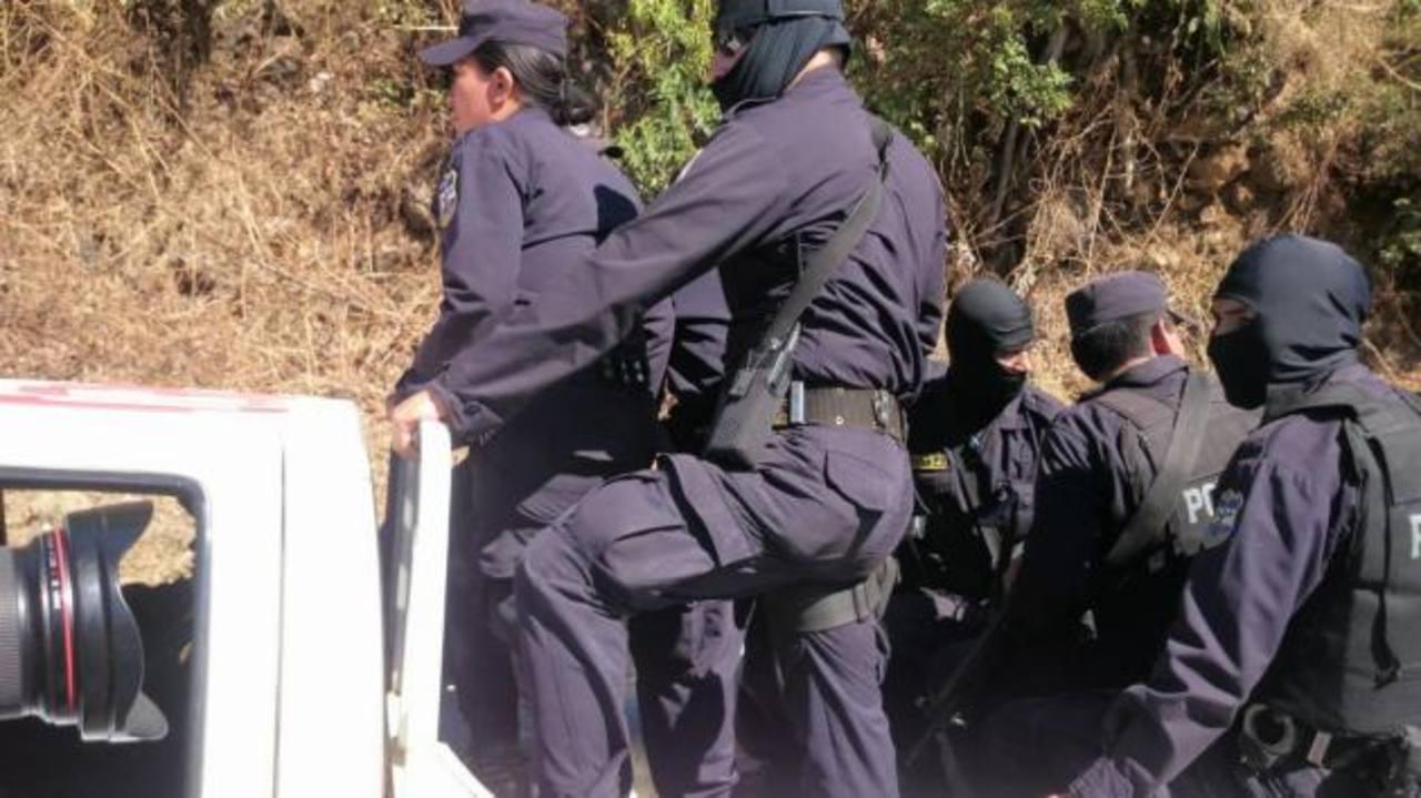 Autoridades despliegan operativo en Izalco, donde otro policía fue asesinado esta mañana. /