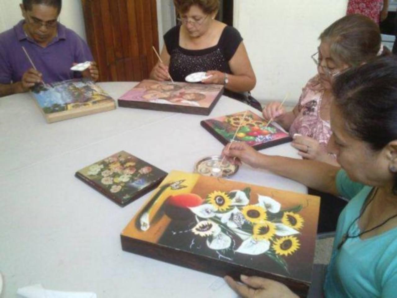 En el año se realizaron más de cuatro diferentes cursos de desarrollo y aprendizaje semanalmente, campañas de salud preventiva y mucho más. foto edh /Cortesía