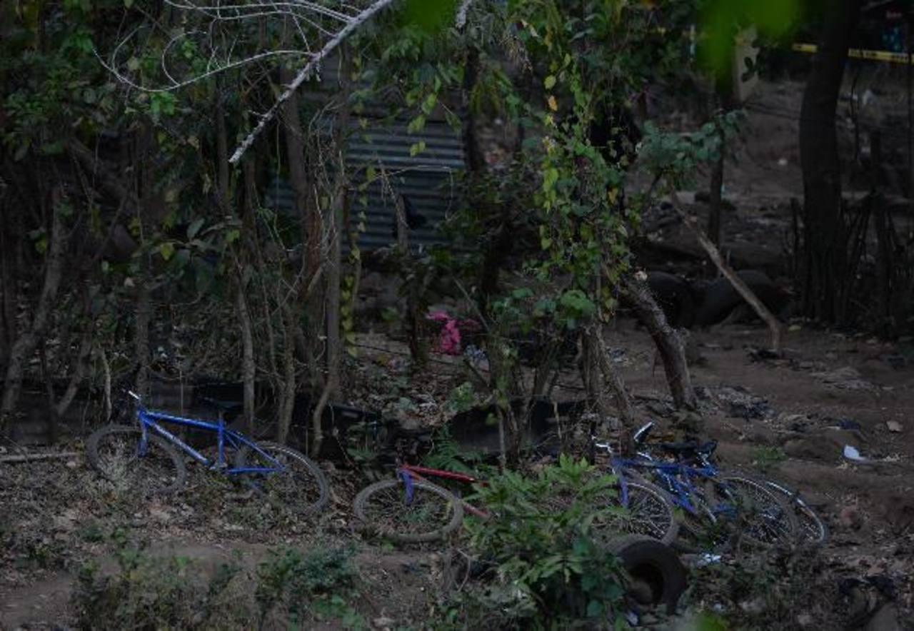 Escena del crimen en medio de dos poblados