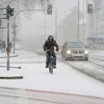 Nevadas obligan a cancelar vuelos y causan accidentes en el oeste de Alemania