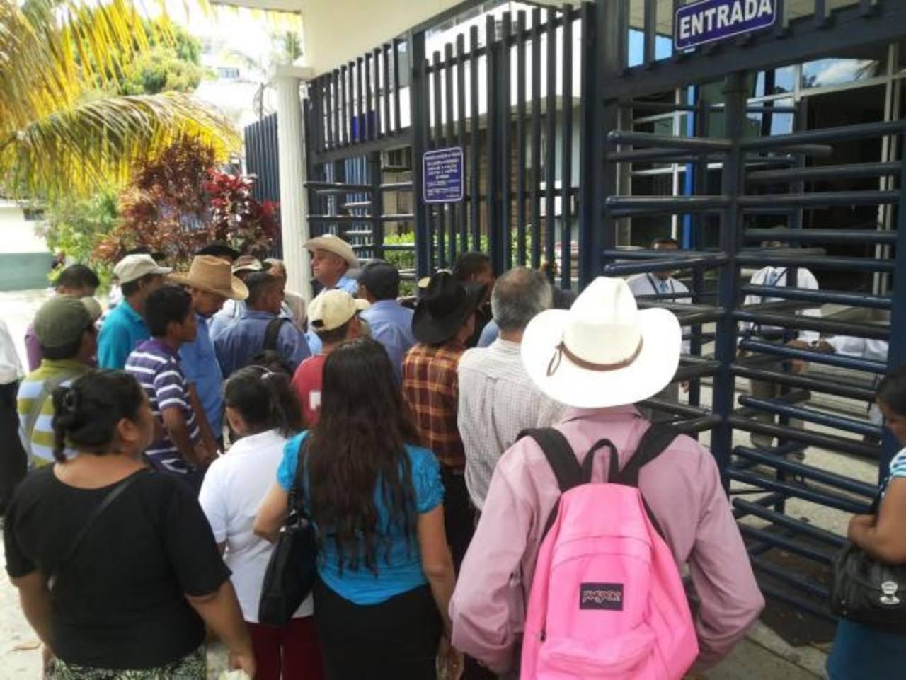 Los agricultores esperan que la Asamblea Legislativa les dé pronta respuesta a su petición.