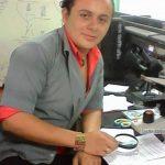 Víctor Manuel Zepeda Artero, durante sus prácticas de laboratorio en la Facultad Multidisciplinaria de Occidente de la UES, donde estudiaba licenciatura en Biología. Foto EDH / Cortesía.
