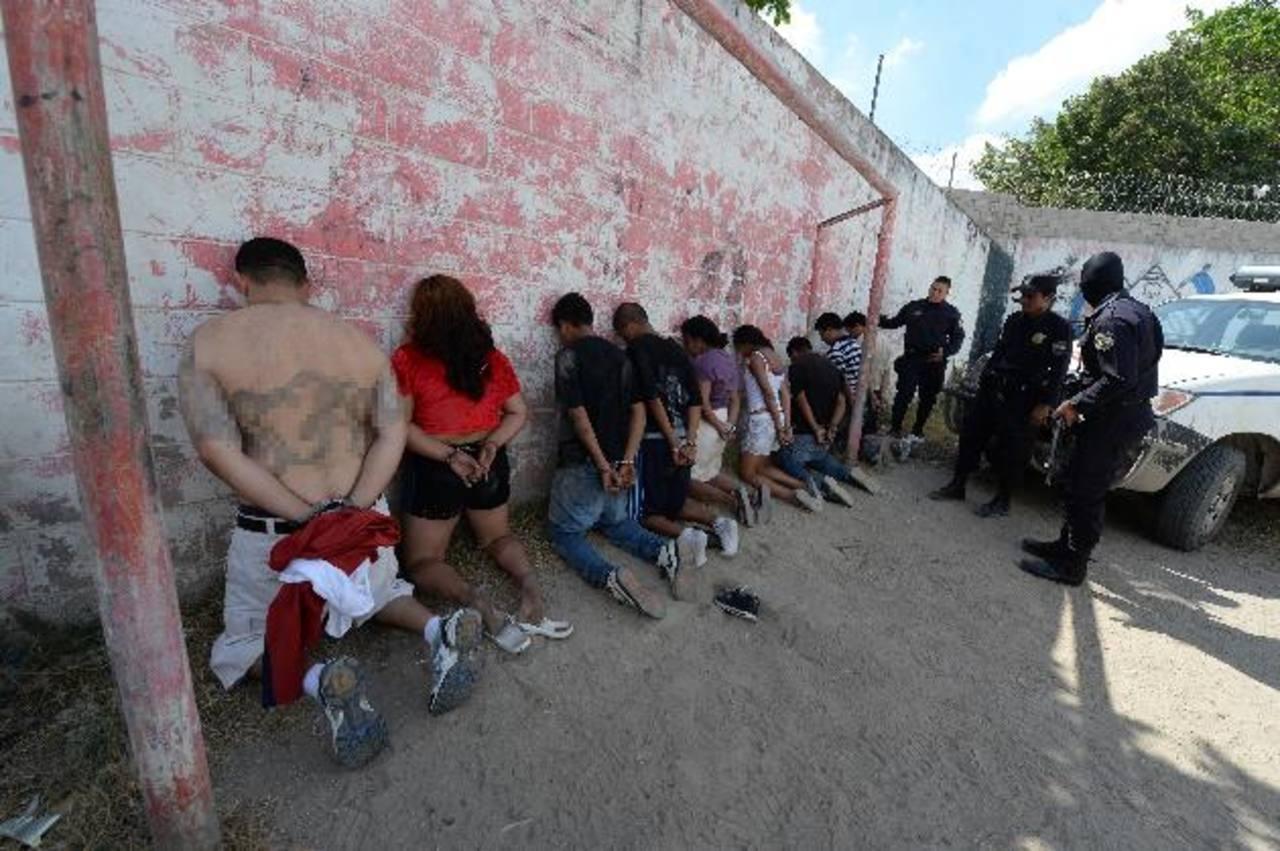 Durante dos horas, las autoridades allanaron varios negocios y viviendas en la comunidad 16 de marzo, en Ilopango.