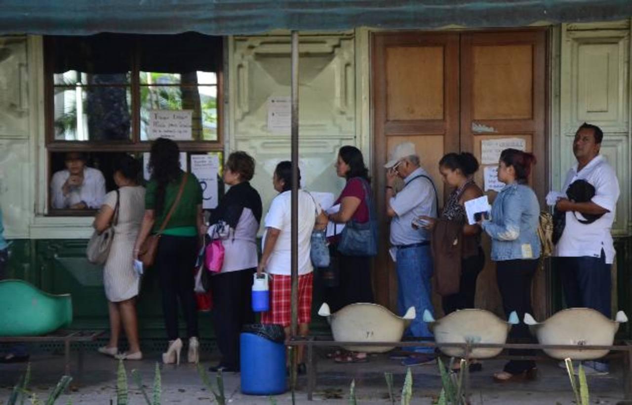 El Sindicato de Médicos del Rosales denunció, el 19 de enero, la falta de fármacos para pacientes con cáncer e insuficiencia renal. Foto EDH / Archivo.