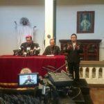 Representantes de la iglesia católica brindad conferencia de prensa después de la homilía.