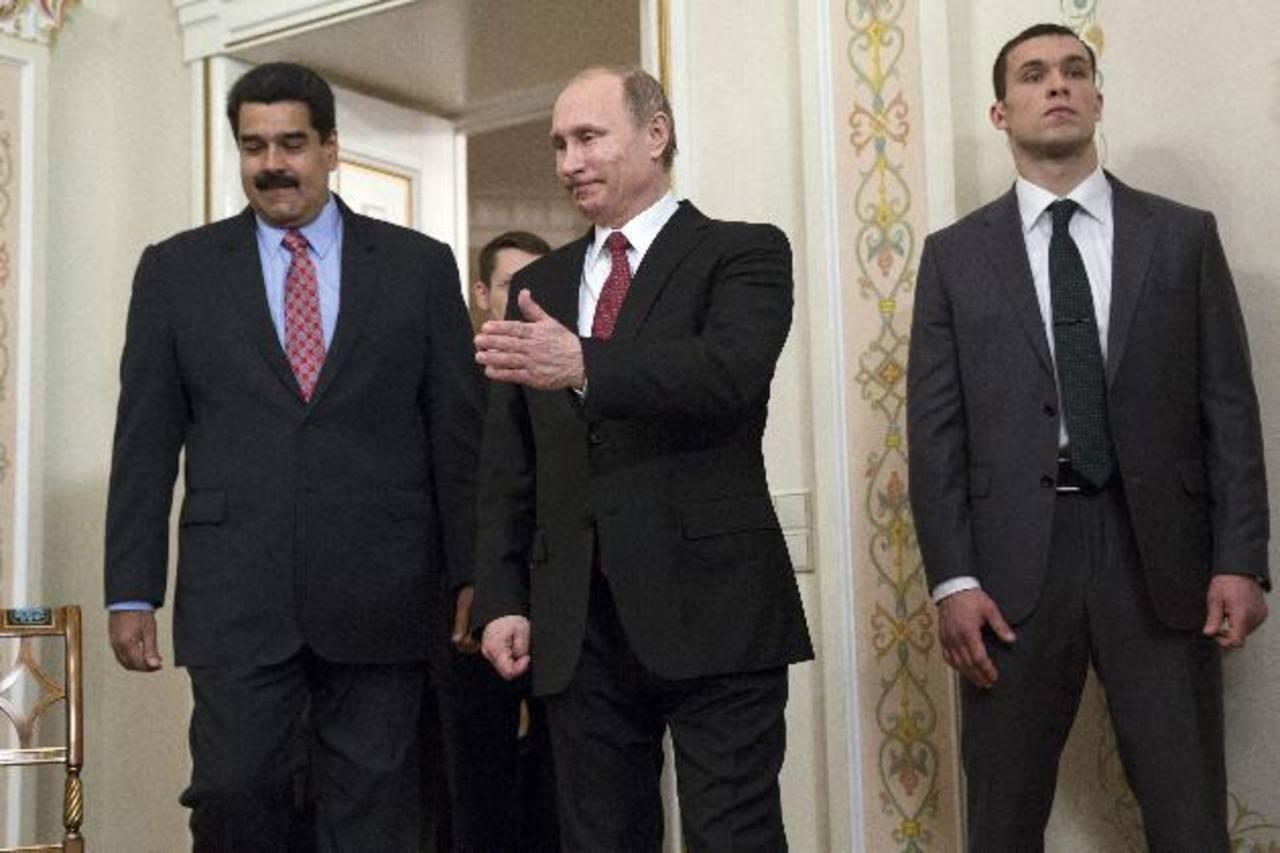 El presidente de Rusia, Vladimir Putin (c), y su homólogo venezolano, Nicolás Maduro (i). Foto edh /efe