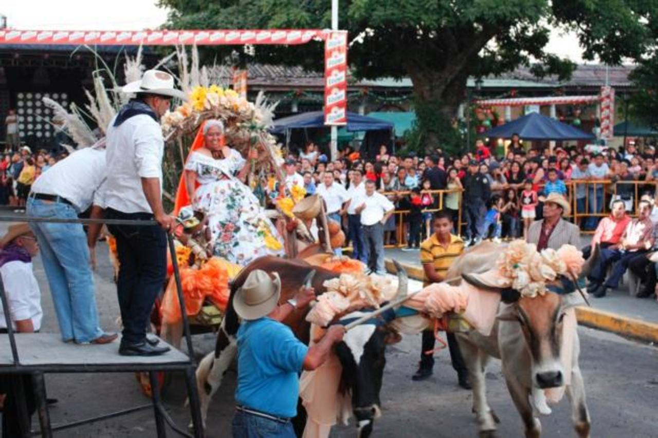 Los adultos mayores, también son incluidos en las celebraciones. fotos edh / CORTESÍA