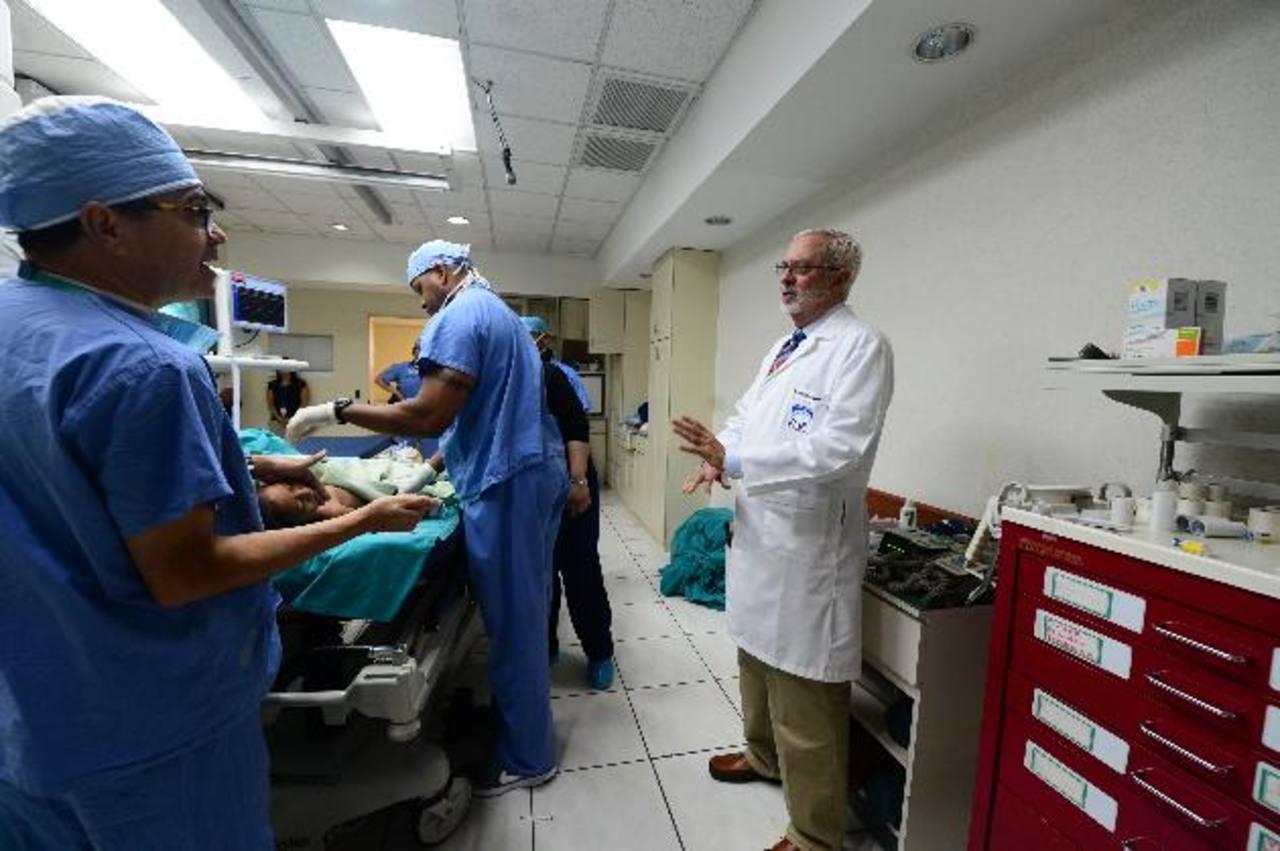 En el proceso de cateterismo para niños participan médicos salvadoreños y extranjeros. Foto EDH / ERICKA CHáVEZ