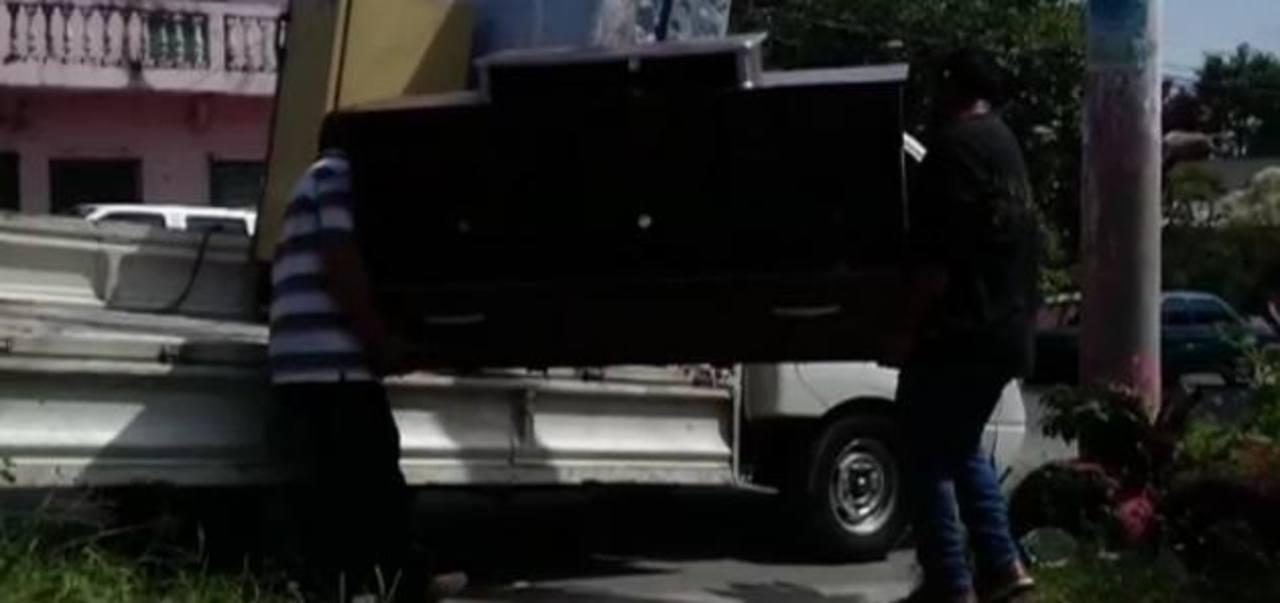 Video: El vecino que se niega abandonar su casa en Mejicanos por acoso de maras