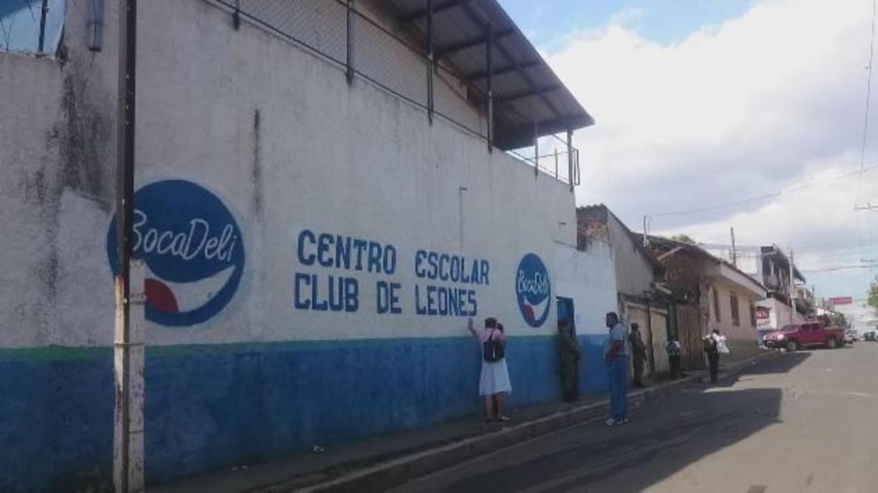 La escuela Club de Leones es una de las que se ubican en zona dominada por pandillas y sus estudiantes son asediados por miembros de esos grupos delincuenciales. foto edh