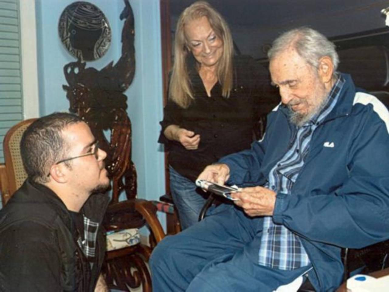 Castro aparece en fotos junto a líder estudiantil