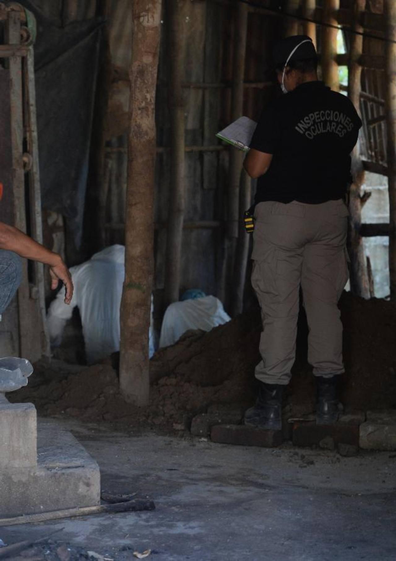Mariano Solís, de 81 años, fue exhumado ayer en su casa. Foto EDH / Jaime Anaya.