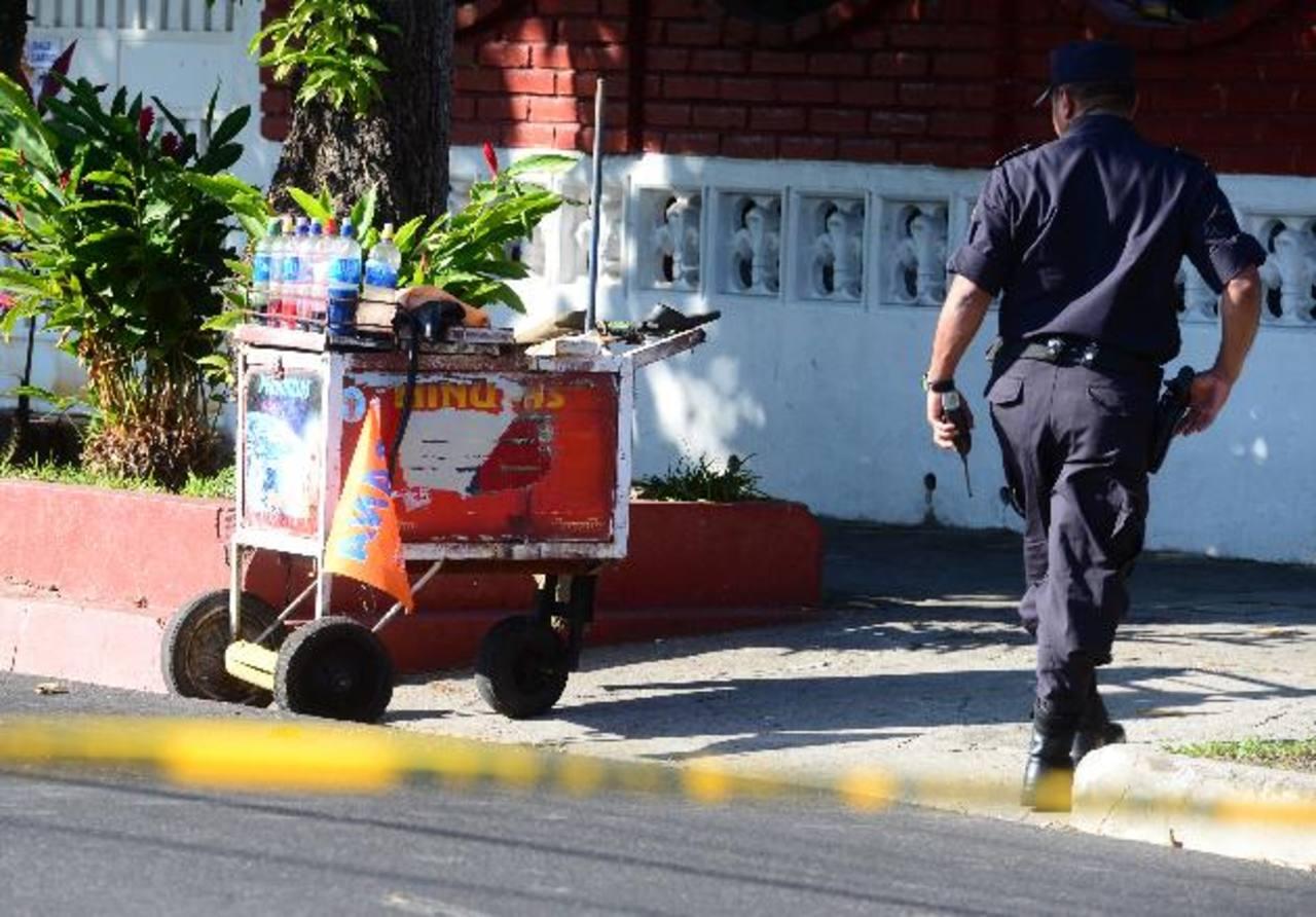 El minutero vendía frente a la casa del subcomisionado. Foto EDH / Mauricio Cáceres.