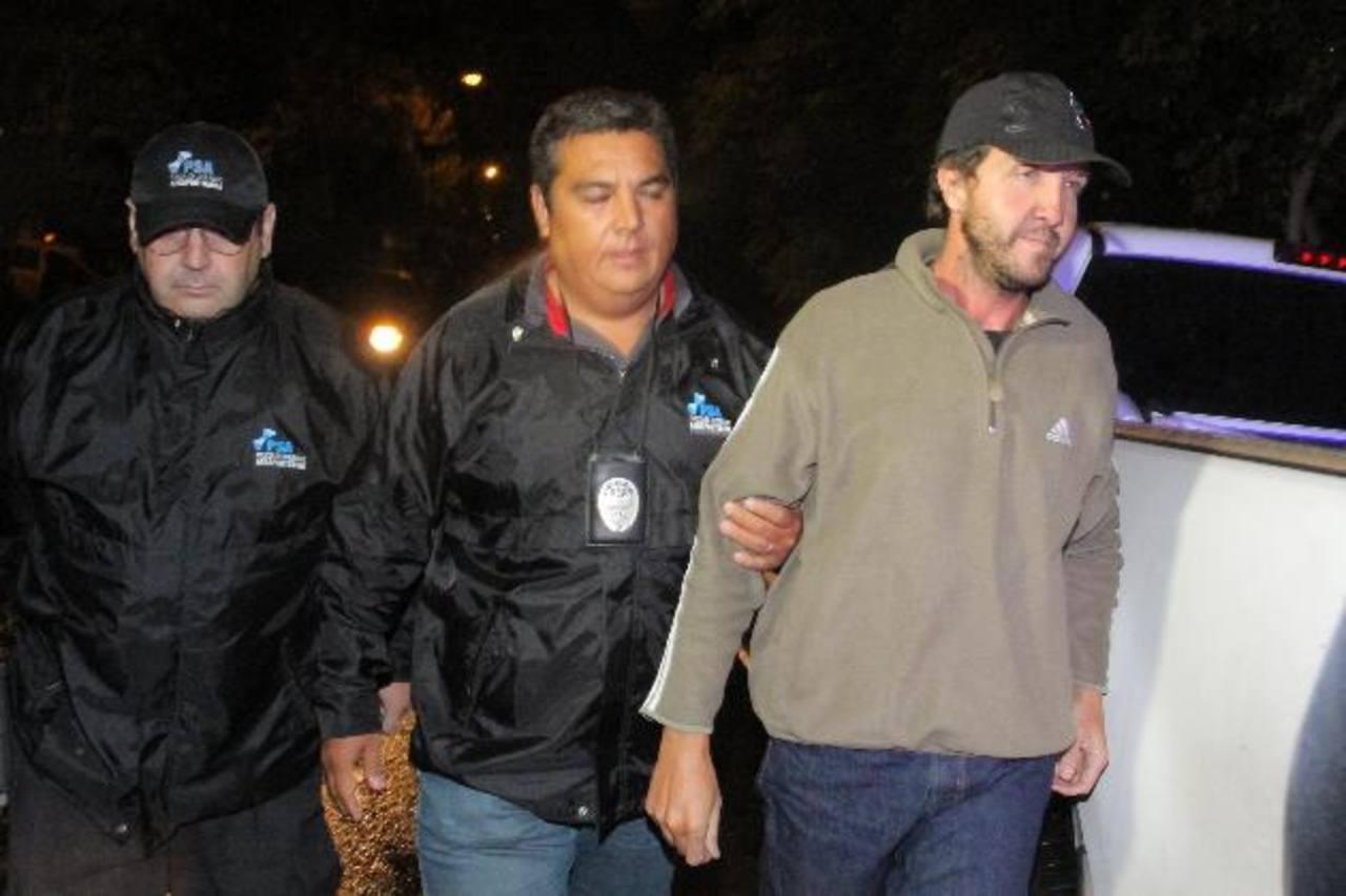 Alejandro Vandenbroele al momento de ser capturado por la policía, la noche del viernes, en Mendoza. Foto EDH / Internet