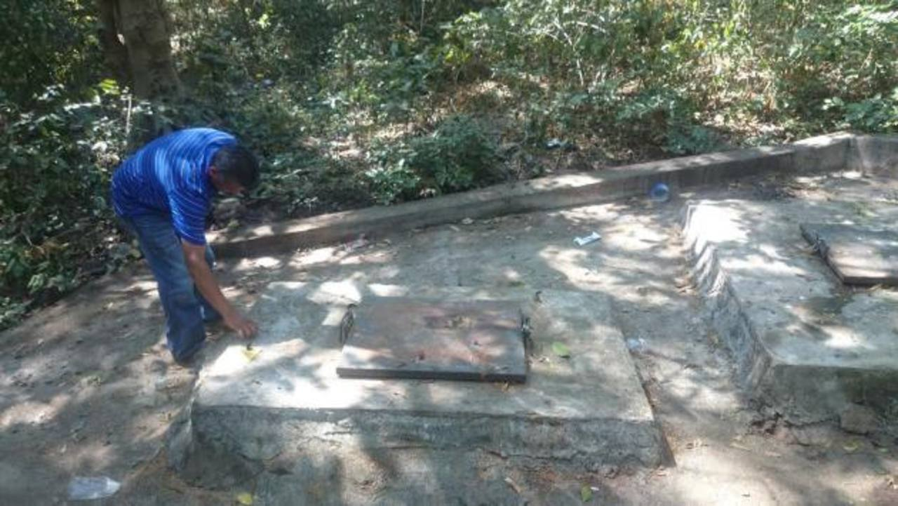 Los pozos desde donde se suministra el agua, se ubican en una zona donde hay lavaderos públicos. Fotos EDH / INSY MENDOZA