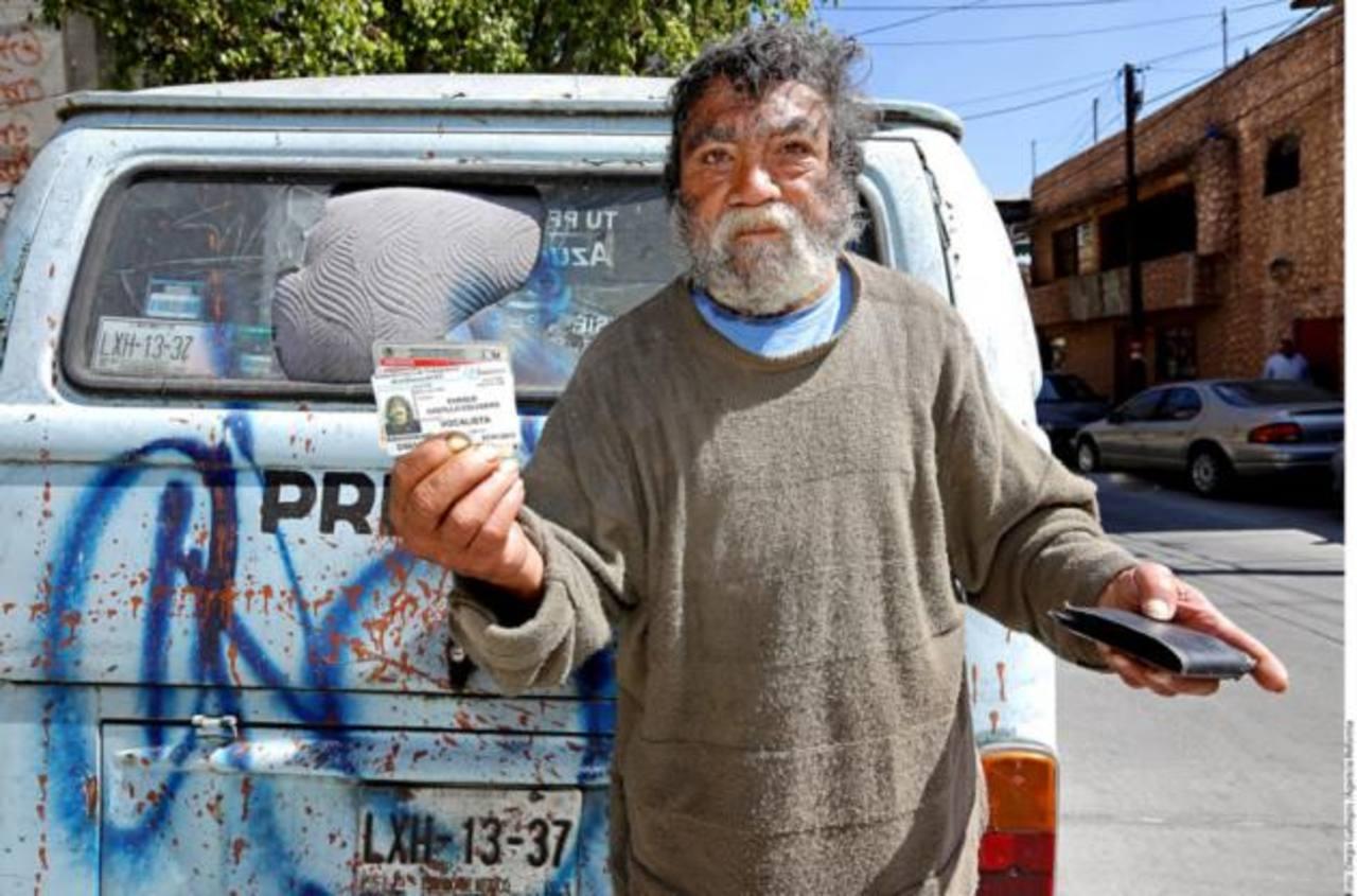 Enrique Castillo, ex integrante de Los Ángeles Negros, vive en la miseria