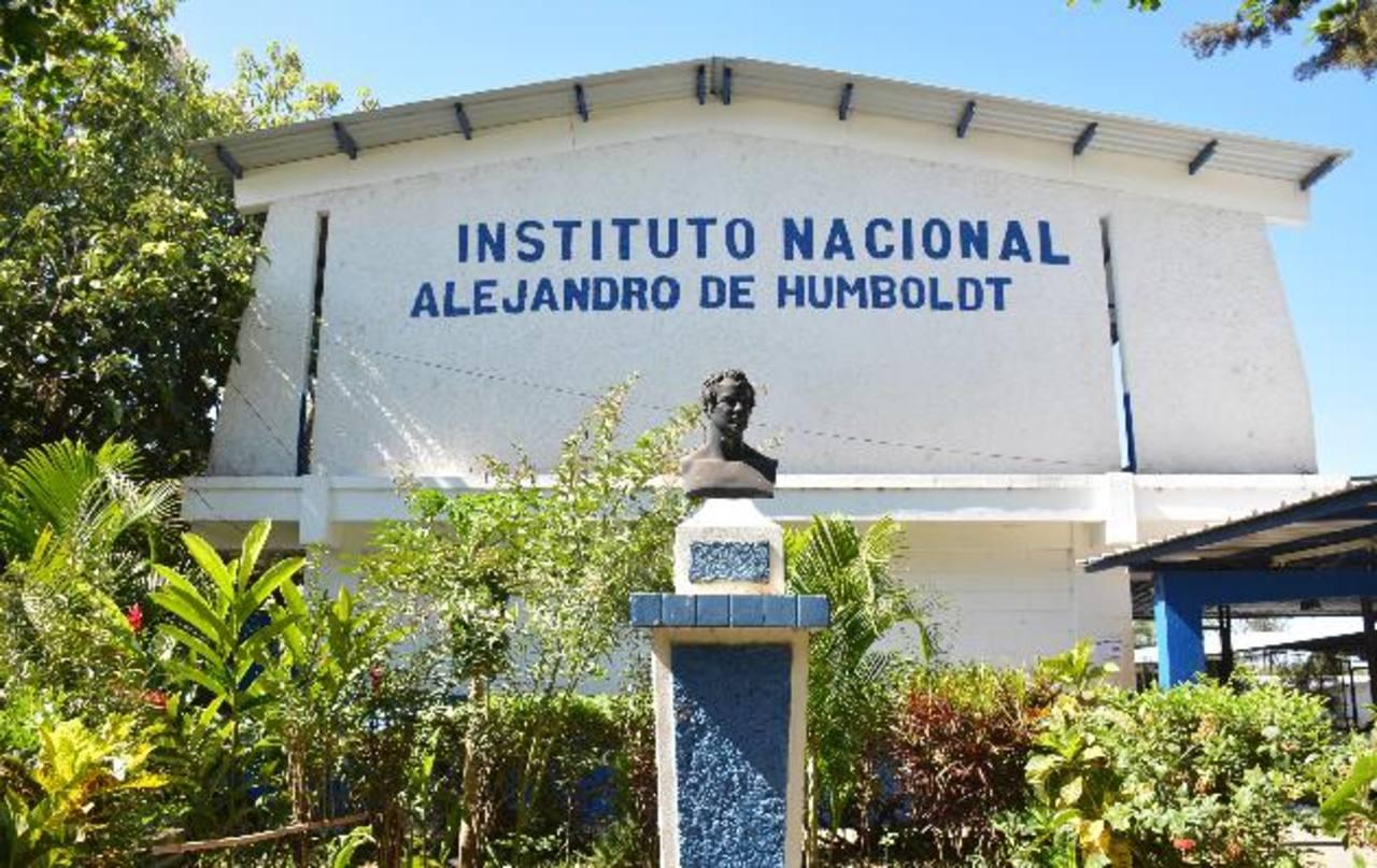 El Ministerio de Educación se comprometió a edificar aulas temporales. Foto EDH / Cristian DÍaz