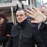José Ignacio de Juana Chaos, centro, llega a una corte de Belfast, Irlanda, desde donde fue extraditado en 2008. Foto EDH / Archivo