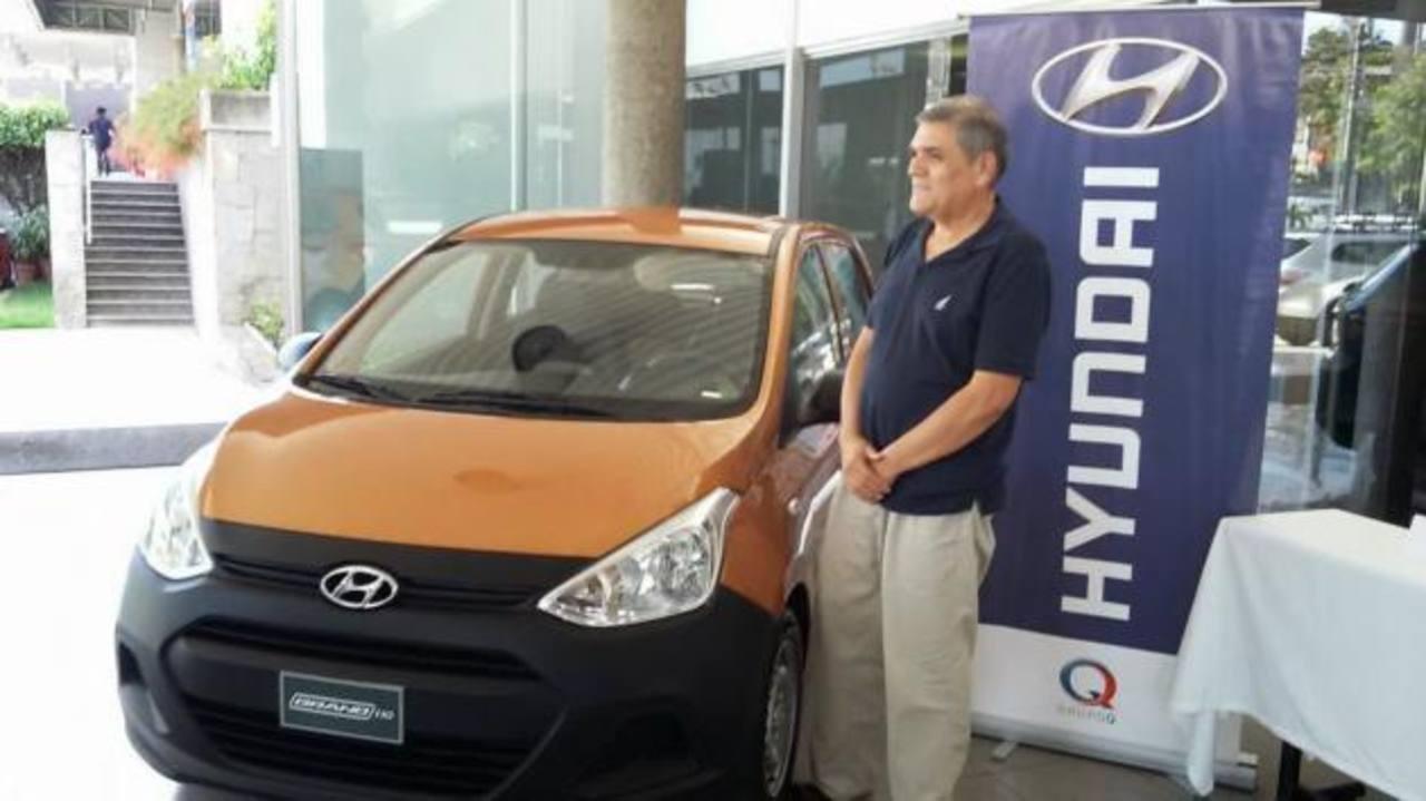 El ganador del concurso se mostró agradecido al recibir el Hyundai 2015. Foto edh /CortesíaRepresentantes de las marcas patrocinadoras, durante la premiación. Foto edh /Cortesía