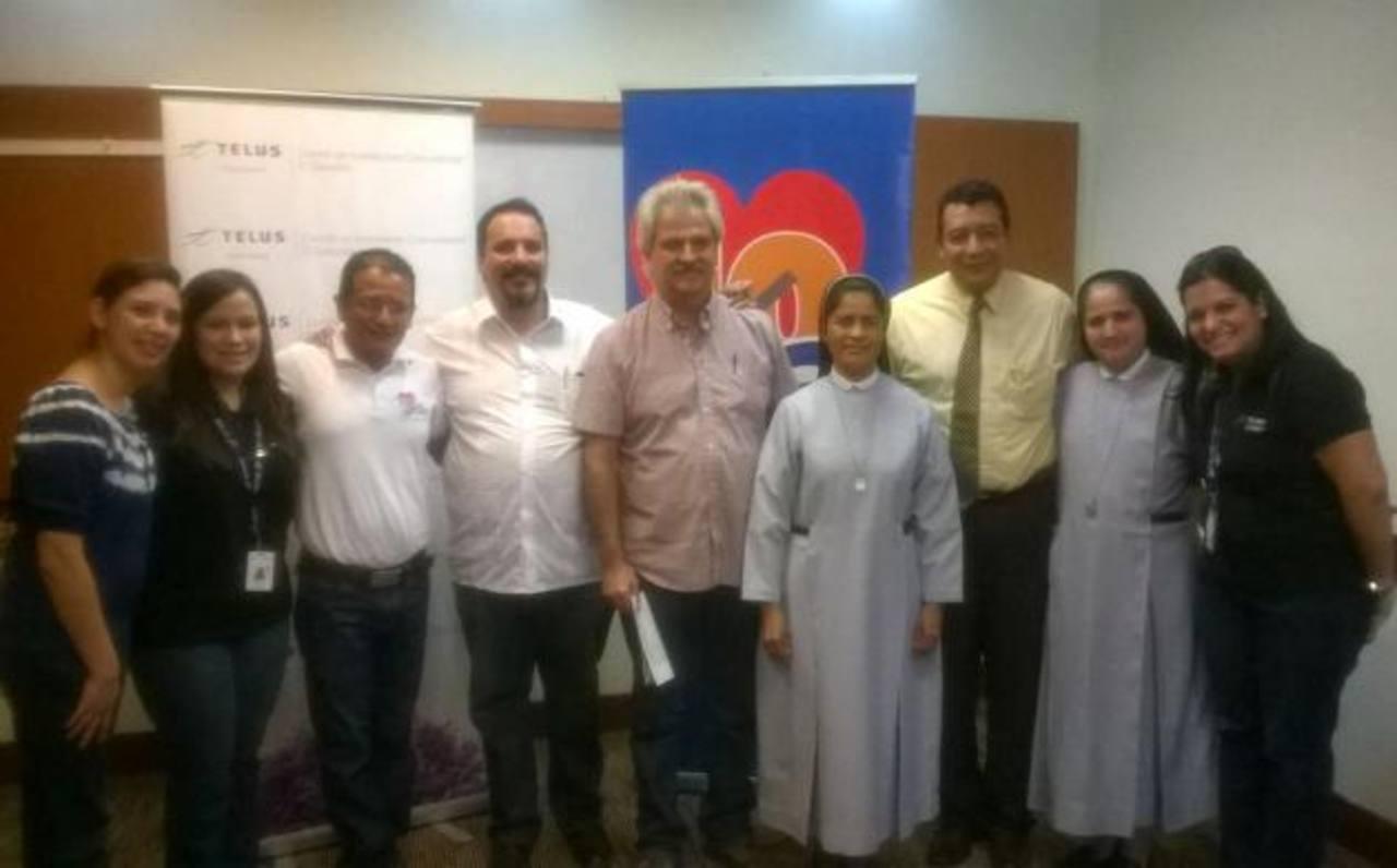 Organizaciones, personal de FGK y de TELUS llegaron ayer a San Miguel. Foto EDH / CORTESÍA