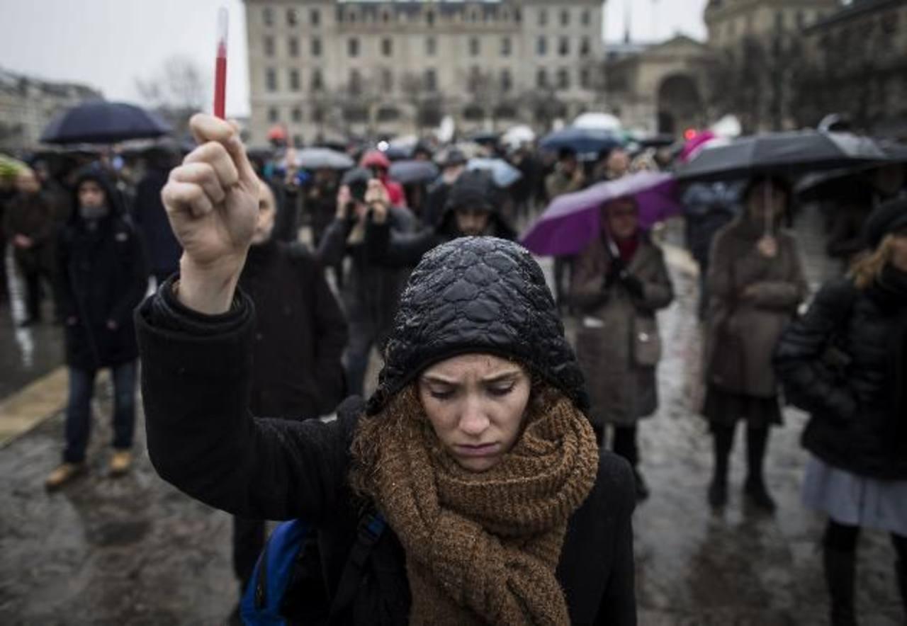 Francia lanza Cacería de los terroristas que atacaron medio