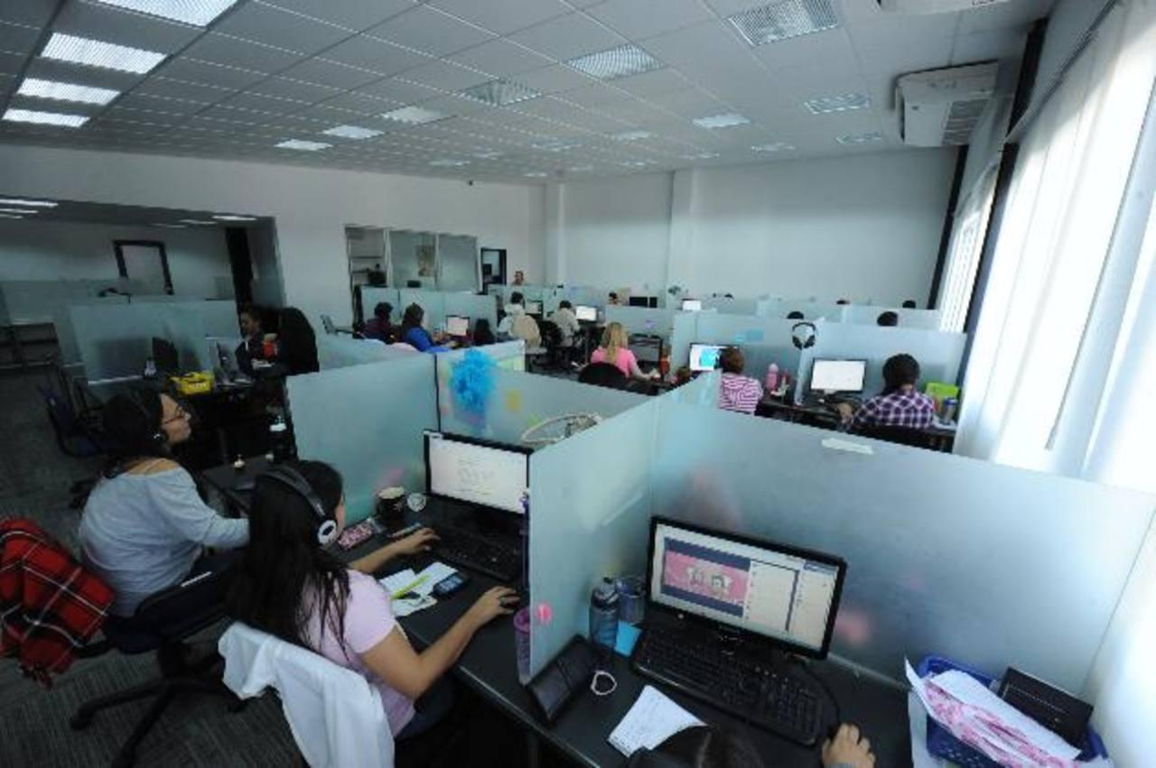 El nuevo edificio denominado Centro de Emprendedores Point alberga a los 100 empleados de Uassist.me, pero las proyecciones son que las instalaciones totales se dediquen al servicio de oficinas. Foto EDH / Lissette Monterrosa