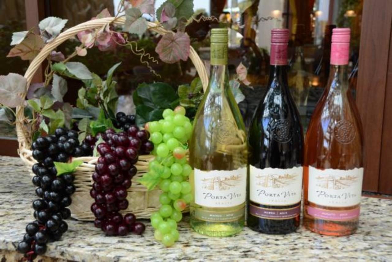 Olive garden porta vino rosato wine fasci garden for Olive garden red wine
