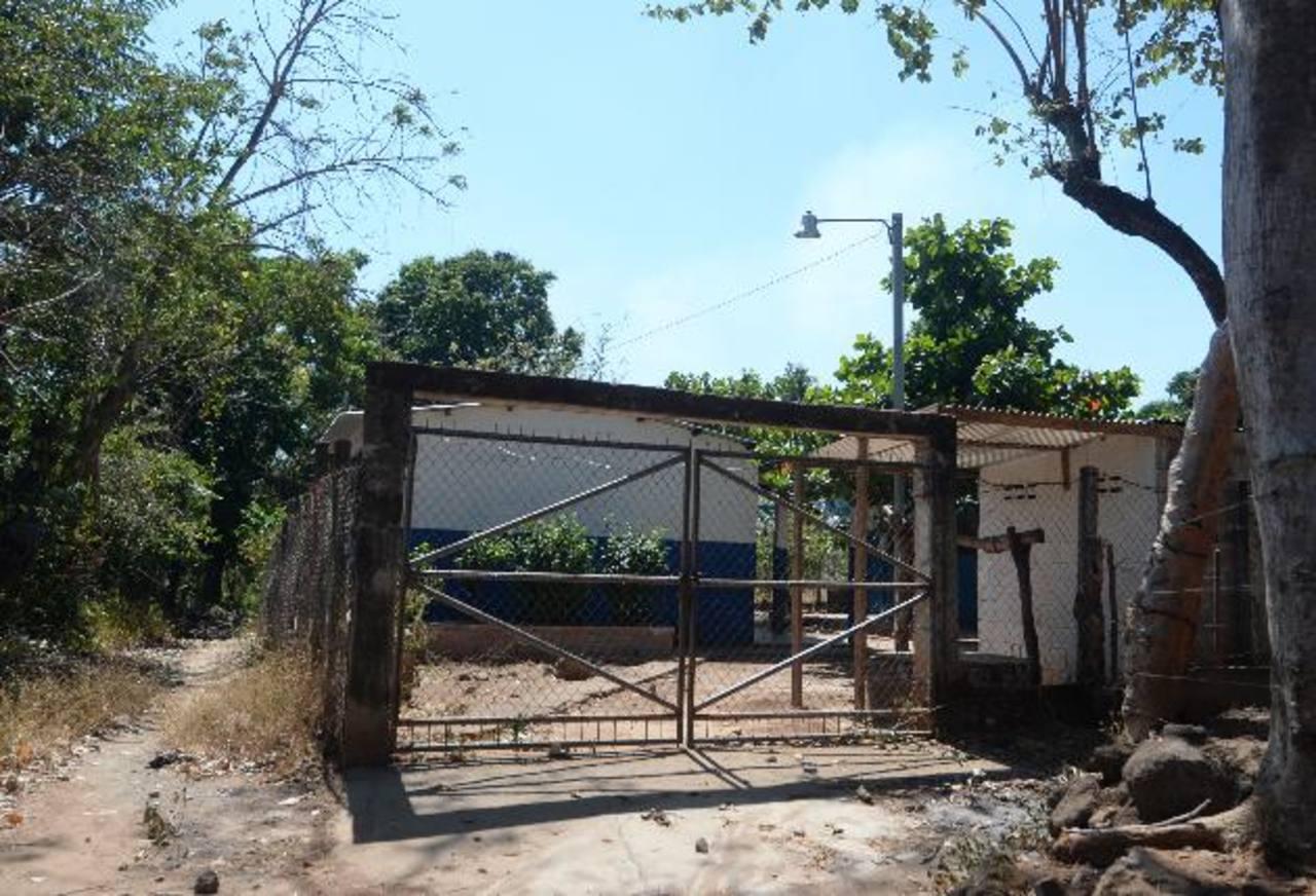 El Centro Educativo El Callejón, en Zacatecoluca, La Paz, fue cerrado tras ser amenazados los profesores por pandilleros de la zona. Fotos EDH / Marlon Hernández