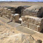 Fotografía facilitada por el Ministerio egipcio de Antigüedades de la tumba de una reina de la V dinastía faraónica (2,500-2,350 a.C).