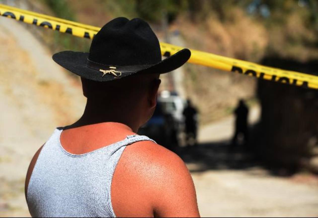 El director de Medicina Legal, Miguel Fortín, cuestiona la nueva tregua que anunciaron cabecillas de pandillas. Foto EDHMedicina Legal asegura que la Mesa Tripartita no se ha reunido desde diciembre del año anterior. Foto EDH