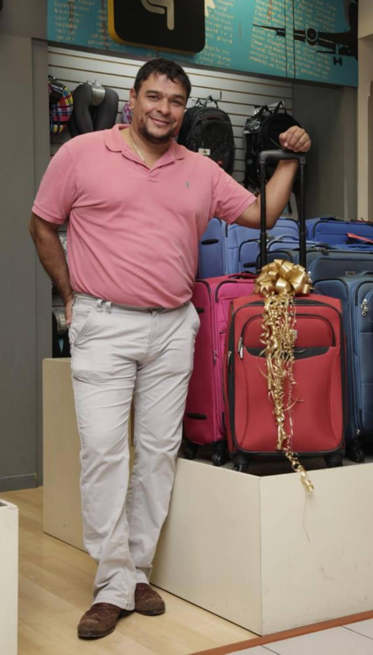 Carlos Navarrete fue el feliz ganador de una maleta Explorer.
